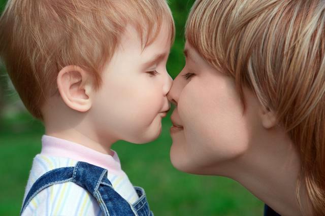 Мальчик пяти лет с мамой