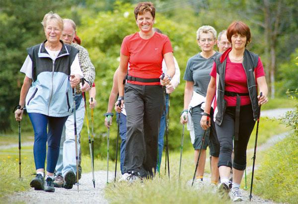 Скандинавская ходьба с палками для похудения
