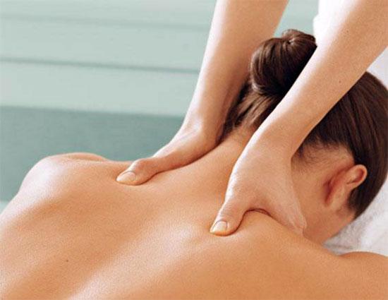Профессиональный массаж воротниковой зоны в клинике СиАйСи