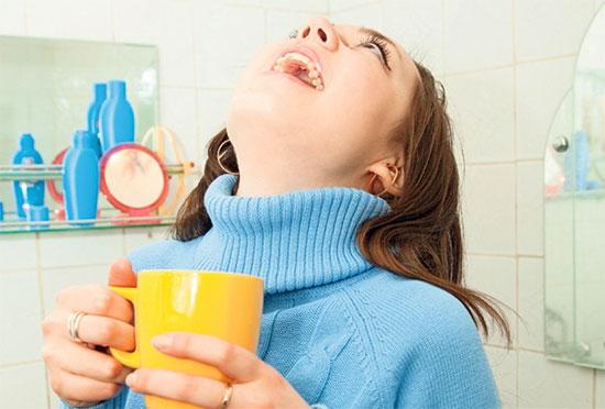 Лечим простуду полосканием горла