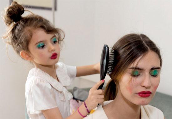Со скольки лет у девочек начинают расти волосы на лобковой