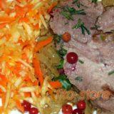 Вкусная и полезная еда - мясо со свежим салатом